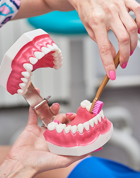 Cleaning and Polishing of Dentures